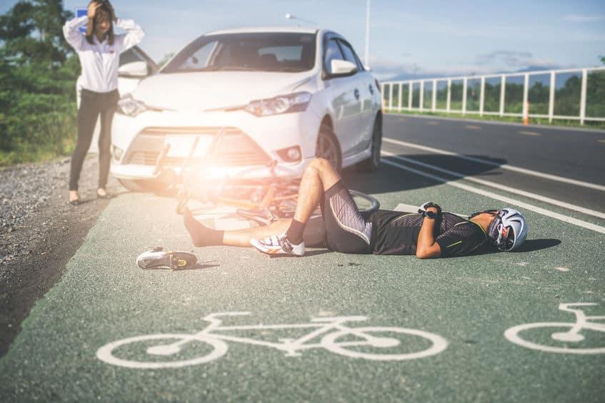 Ste povzročili nesrečo kot pešec ali kolesar? Zahtevajte odškodnino!